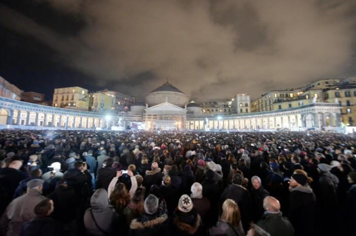 Da Largo di Palazzo, l' addio commosso al Mascalzone Latino dalla sua Terra e dalla sua gente