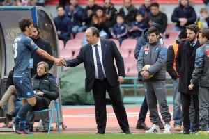 Napoli-Udinese stretta di mano Benitez-Gabbiadini dopo la sostituzione