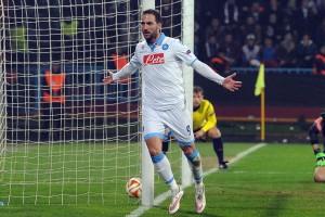 Trabzonspor-Napoli Higuain esulta