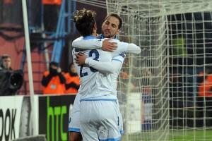 Trabzonspor-Napoli abbraccio Higuain-Gabbiadini