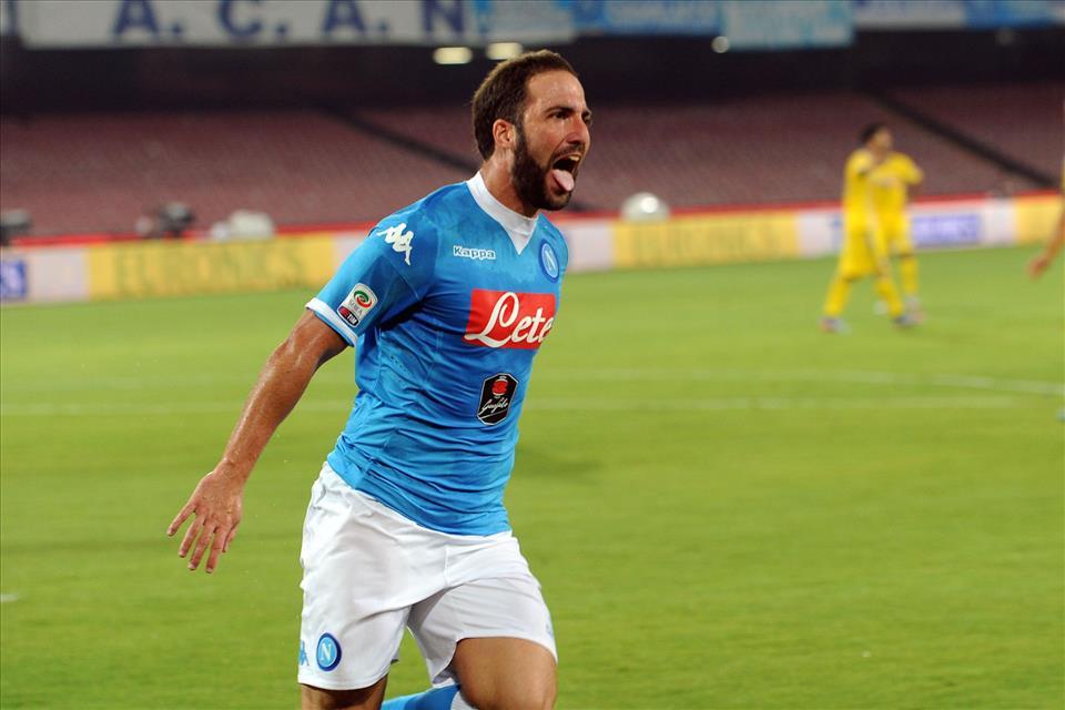 Napoli-Sampdoria esultanza primo gol Higuain