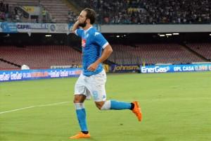 Napoli-Sampdoria esultanza secondo gol Higuain