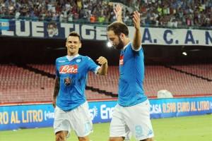 Napoli-Sampdoria esultanza secondo gol Higuain con Maggio