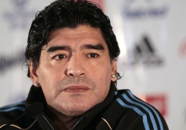 """Maradona: """"Amo Sarri e la sua sensibilità, il mio rimpianto è quello di non aver vinto il terzo scudetto col Napoli"""""""