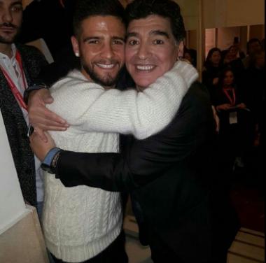 Lorenzo Insigne corona un sogno: incontra Maradona