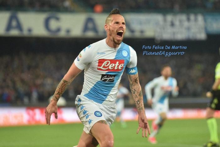 """Hamsik scrive una lettera ai tifosi: """"Quando vinci a Napoli è la vittoria più bella del mondo, giocarci per dieci anni è stato l'onore più grande della mia vita"""""""