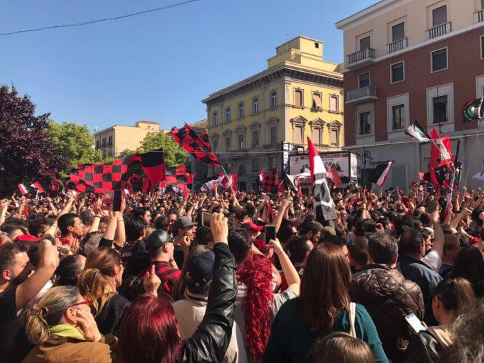 Il Foggia è in Serie B: i rossoneri pareggiano a Fondi e tornano tra i grandi