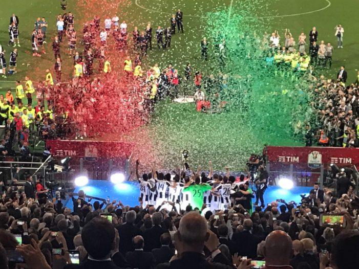 Tim Cup | La festa della Juventus, gli applausi della curva nord alla Lazio