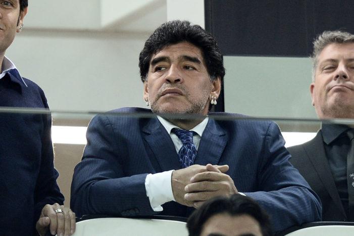 """Napoli, il messaggio di Maradona: """"Congratulazioni alla squadra, spero riesca a fare come noi: vincere lo Scudetto"""""""