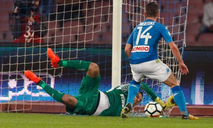 https://www.pianetazzurro.it/wp-content/uploads/2017/10/handanovic_mertens-701x421.jpg
