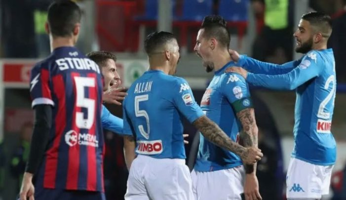 Napoli campione d'inverno, il Crotone battuto 0-1