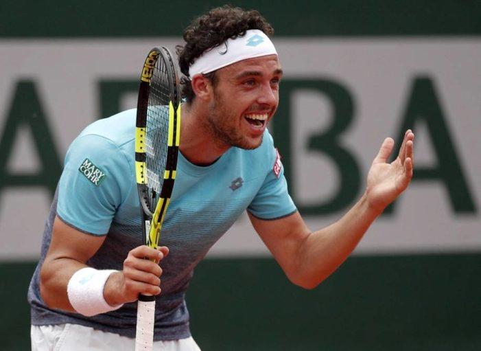 Roland Garros, strepitoso Cecchinato: doma Djokovic ed è in semifinale