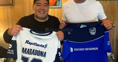 VIDEO – Ecco Maradona, lo stadio del Gimnasia è una bolgia
