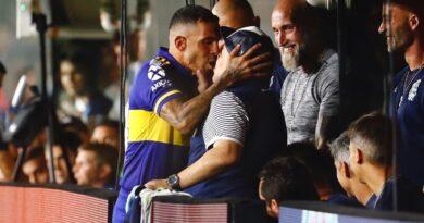 Tevez e la morte di Maradona: Carlitos non va in campo per il dolore