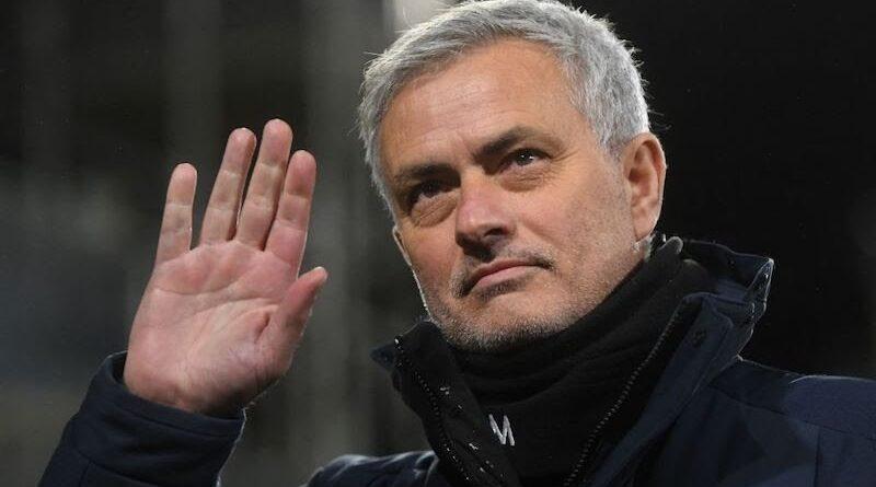 Clamoroso a Roma, arriva Jose Mourinho: l'annuncio ufficiale e le dichiarazioni del neo allenatore